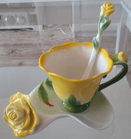 Tassen-Set mit gelben Rosen