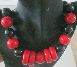 Rot-schwarze Kette mit Scheiben
