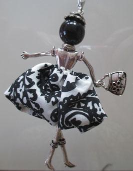 Kette mit Valentina in weiß/schwarzem Rock