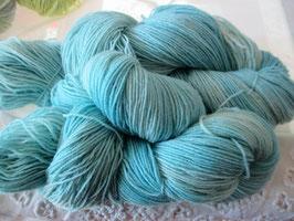 Wolle in hellen Blau-Tönen