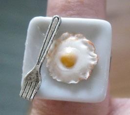 Spiegelei-Ring mit Gabel, quadratischer Teller