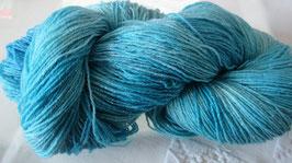 Wolle in Hellblau mit Glitzer