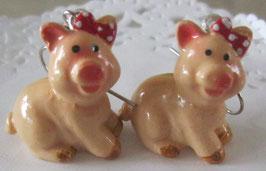 Schweinchen-Ohrringe mit roter Masche