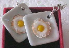Spiegelei-Ohrringe, quadratischer Teller