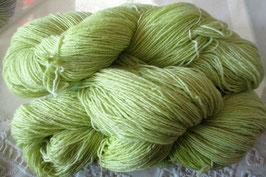 Wolle in Lindgrün mit Glitzer
