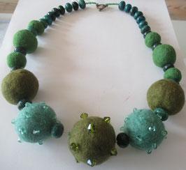 Grüne Filzkugel-Kette
