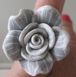 Grauer Blütenring