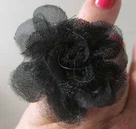 Schwarzer Tüllblüten-Ring