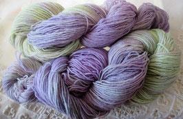 Wolle in Lila und Hellgrün
