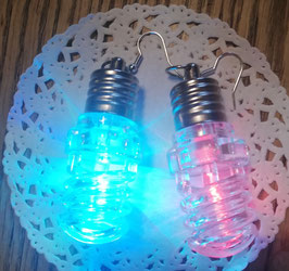 Disco-Hit: Bunt leuchtende und blinkende Glühbirnen-Ohrringe