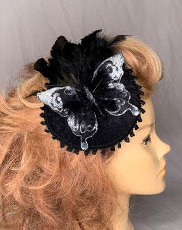 Fascinator, schwarz/silbern mit Schmetterling, Federn, Borte