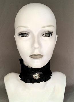 Halsband / Choker Rüschenborte Satinband und Anhänger mit Katzenmotiv Glow in the Dark Breite ca. 6,5 cm