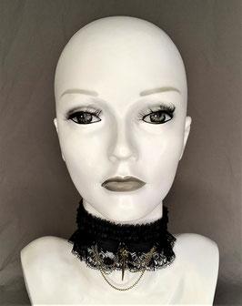 Halsband / Choker Rüschenborte Tüll, Spitze Organza, Satinband mit Vogelschädel und Ketten (altmessing), Glasperlen Breite ca. 6 cm
