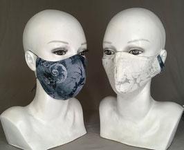 Alltagsmaske / Gesichtsmaske Wendemaske runde Form, grau Fledermäuse und Totenkopf, weißer  Jaquard Blüten