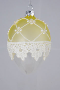Ei mit Spitze und Perlen 10cm