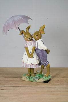 Kaninchenpaar unterm Regenschirm