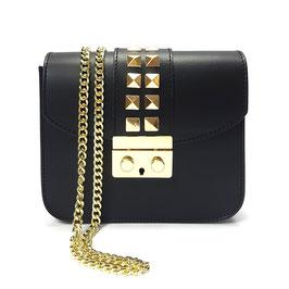 Handtasche mit goldenen Nieten