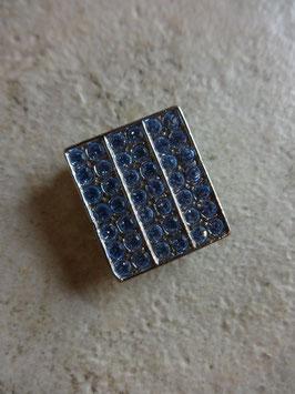 Cache bouton strass bleus