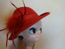 Chapeau rouge plumes