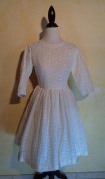 Robe blanche brodée 60's T.36
