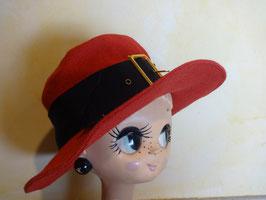 Chapeau rouge à boucle 60's