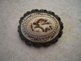 Broche ivoire sculpté