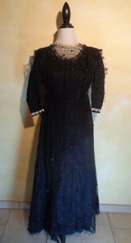 Robe tulle brodé 1900 T.36