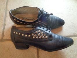 Chaussures cloutées 90's P.38