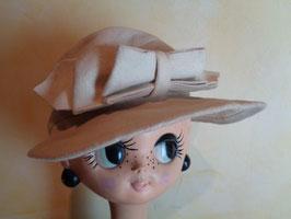 Chapeau blanc à noeud 50's