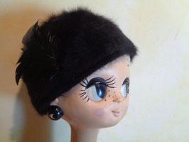 Bonnet duveteux à plumes