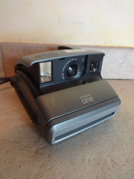 Polaroid One 600