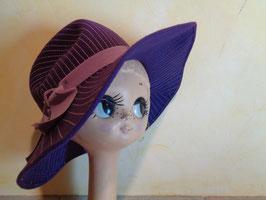 Chapeau violet surpiqué