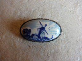 Broche moulin porcelaine