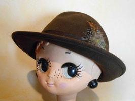 Chapeau laine et plumes 70's