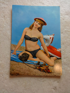 Carte postale Pin Up plage 60's
