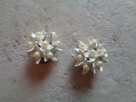 Clips fleurs blanches 60's