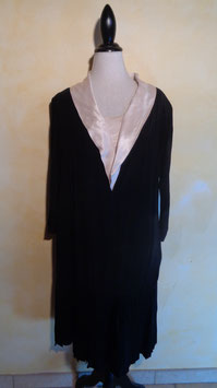Robe col satin 30's T.42