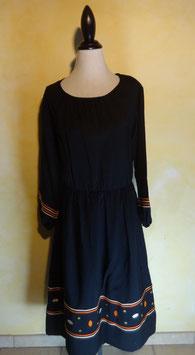 Robe noire brodée 70's T.38