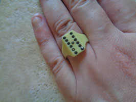 Bague poker blanche 50's