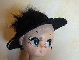 Chapeau noir à plumes