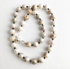 Perlenkette mit Hämatit