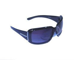 Trendige Sonnenbrille mit aussdrucksstarkem Rahmen und Verlaufsgläsern