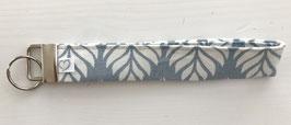 Schlüsselanhänger  eisblau mit weissen Blättern