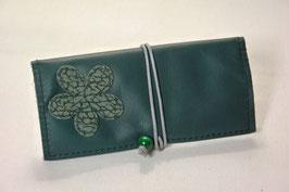 Tabaktasche aus Leder mit Blume -recycelt- dunkelgrün/gemustert grün