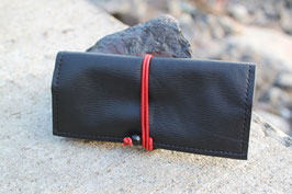 Tabaktasche aus Leder - recycelt - schwarz/rot