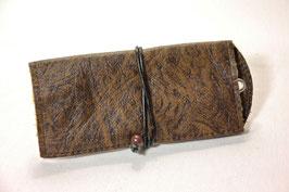Tabaktasche aus Leder mit Nietöse - dunkelbraun gemustert/schwarz