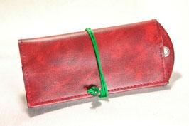 Tabaktasche aus Kunstleder mit Nietöse - weinrot/grün