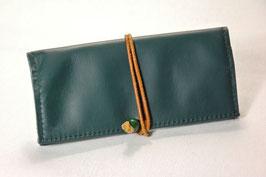 Tabaktasche aus Leder -recycelt- dunkelgrün/hellbraun