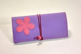 Tabaktasche aus Kunstleder mit Blüte - lavendel/rosa