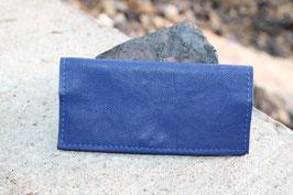 Tabaktasche aus Leder mit Magnetknopf - blau/lila